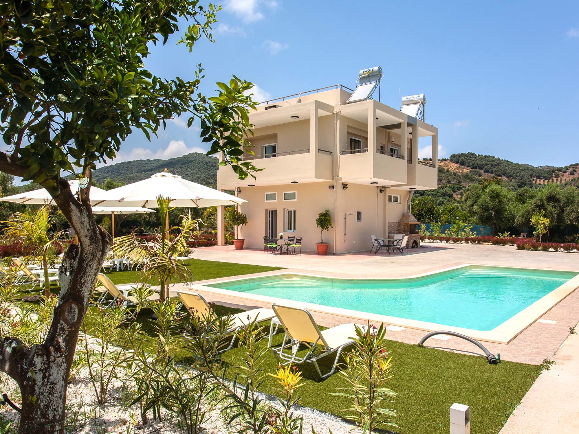 vacation-rentals-house-apartments-in-platanias-agia-marina-green-villa-exterior_02.jpg
