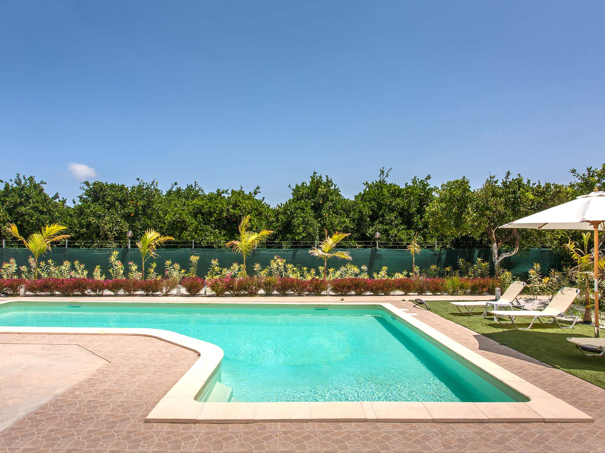 villa-with-pool-near-chania-agia-marina-swimming02